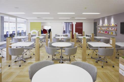 明るい内装種類豊富な会議室