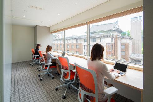 「打合せ」と「作業」の使い分け可能なオフィス空間