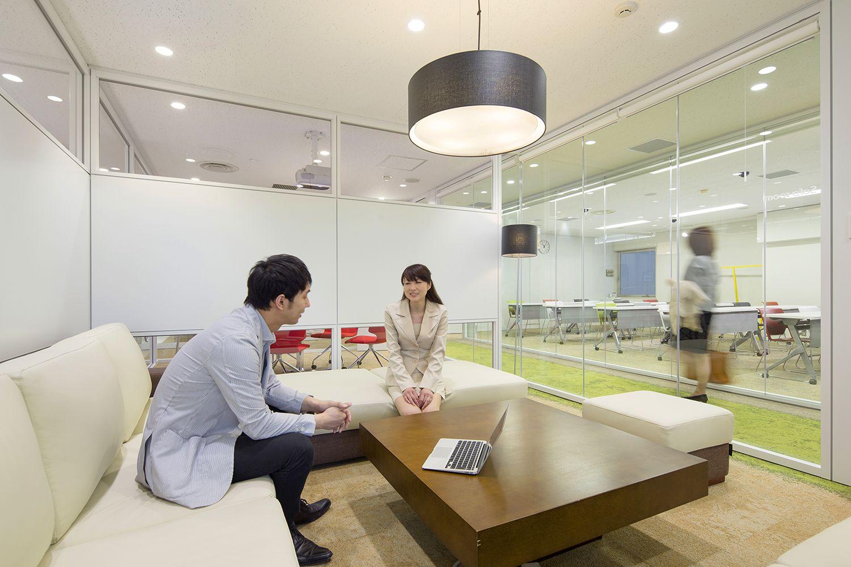 東京のバーチャルオフィスのソファルーム