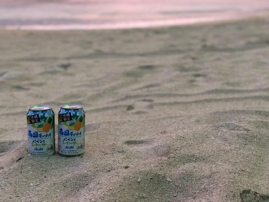 砂浜とチューハイ